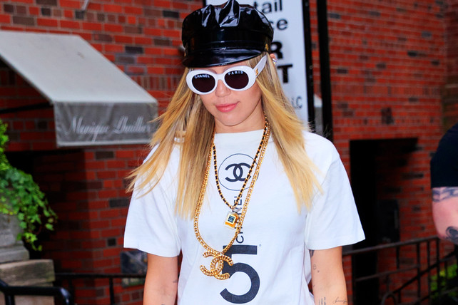 miley-cyrus,-chanel,-nyc
